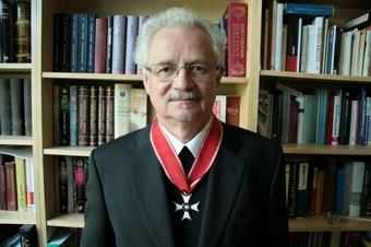 Ojciec Wacław Oszajca SJ odznaczony Krzyżem Komandorskim Orderu Odrodzenia Polski