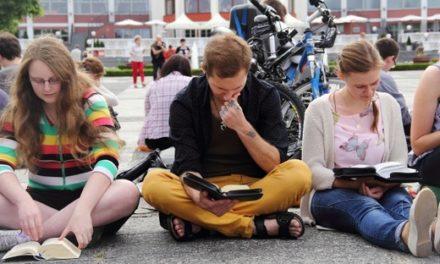 Bible-ing na krakowskim Rynku