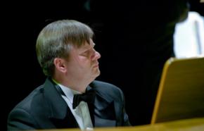 (fot. Krzysztof Gierszewski/ tgf.pl) Organista Roman Perucki
