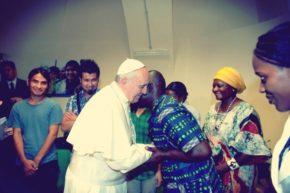 (fot. Papież Franciszek na spotkaniu z ludźmi z w Centro Astalli, w Rzymie/  Alessia Giuliani, JRS)
