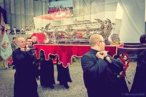 Procesja z relikwiami św. Andrzeja Boboli (fot. Mateusz Konopiński SJ, Michał Kłosiński SJ i Paweł Rakowski SJ)