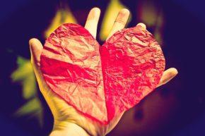 Serce Jezusa - Księga otwarta włócznią (fot. nanny snowflake/flickr.com)