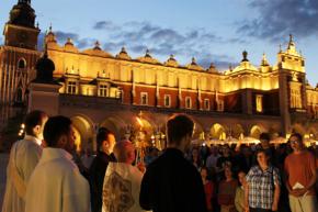Czerwcowa Msza w intencji mężczyzn w Krakowie oraz nabożeństwo do Serca Jezusowego na Rynku. (fot. Anna Sater)