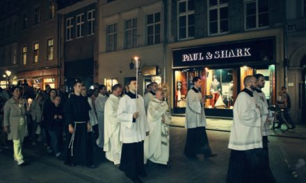 Msze w int. mężczyzn powróciły do Krakowa