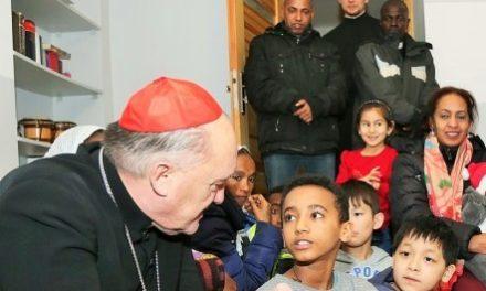 Kardynał Nycz w Jezuickim Centrum Społecznym