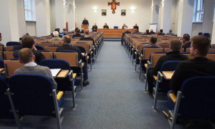O. Maciej Tomaszewski SJ obronił pracę doktorską