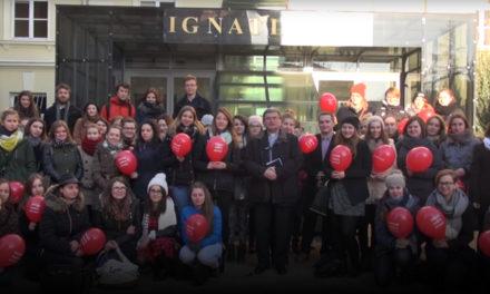 Świąteczny teledysk pracowników i studentów Ignatianum [WIDEO]