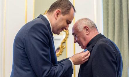 Order Zasługi RP dla o. Wiesława Słowika SJ