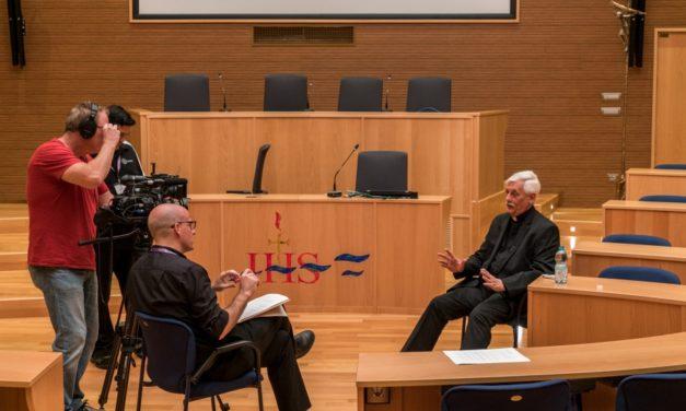 DEON.PL: Generał jezuitów odpowiada na oskarżenia o herezję