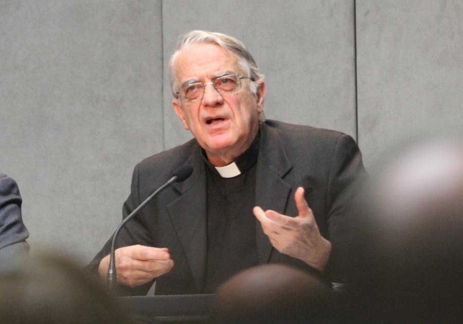 Federico Lombardi SJ: pontyfikat Franciszka to raj dla nowych mediów