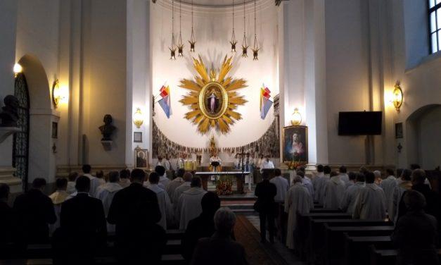 Peregrynacja obrazu Matki Bożej Częstochowskiej po domach zakonnych Archidiecezji Warszawskiej