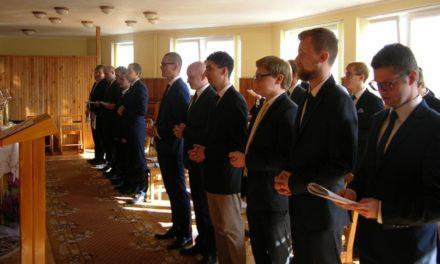 Introduckcja, czyli o tym jak 16 mężczyzn rozpoczęło nowicjat