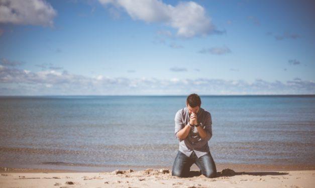 Jaką postawę przyjąć w czasie modlitwy?