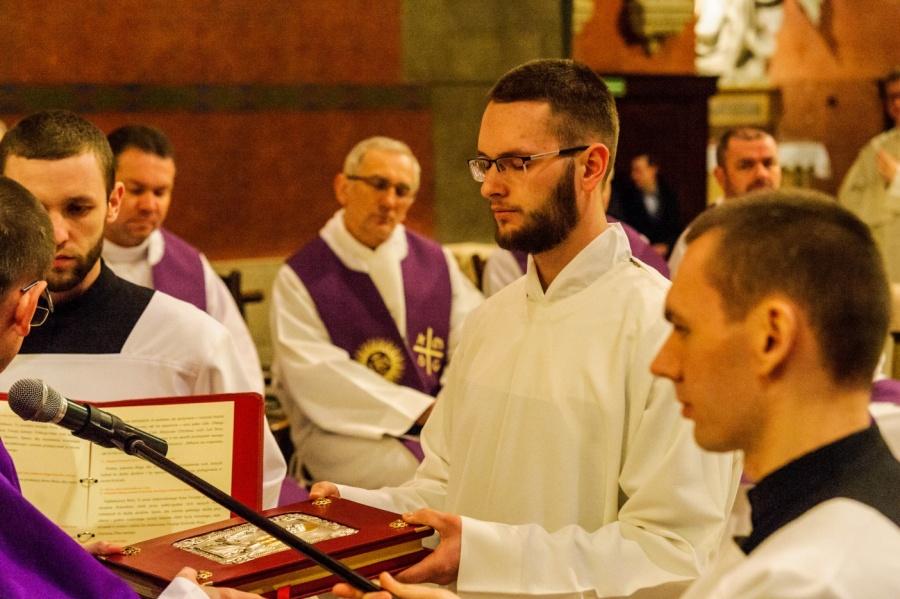 Kolejny krok w stronę kapłaństwa. Nowi lektorzy i akolici