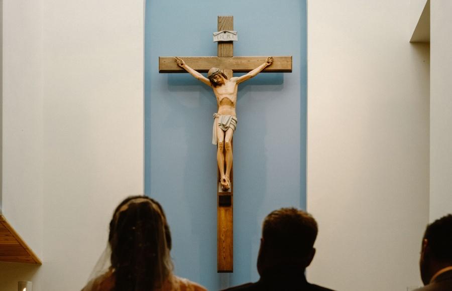 Naśladować Jezusa w znoszeniu krzywd