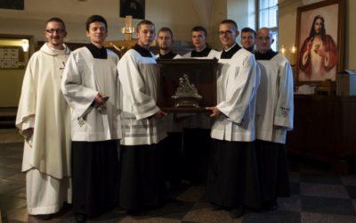 Relikwie św. Stanisława odwiedzają jezuickie kościoły