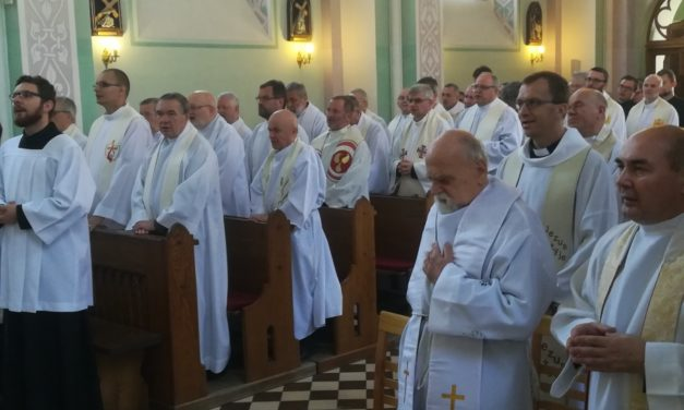 Pielgrzymka jezuitów do Rostkowa