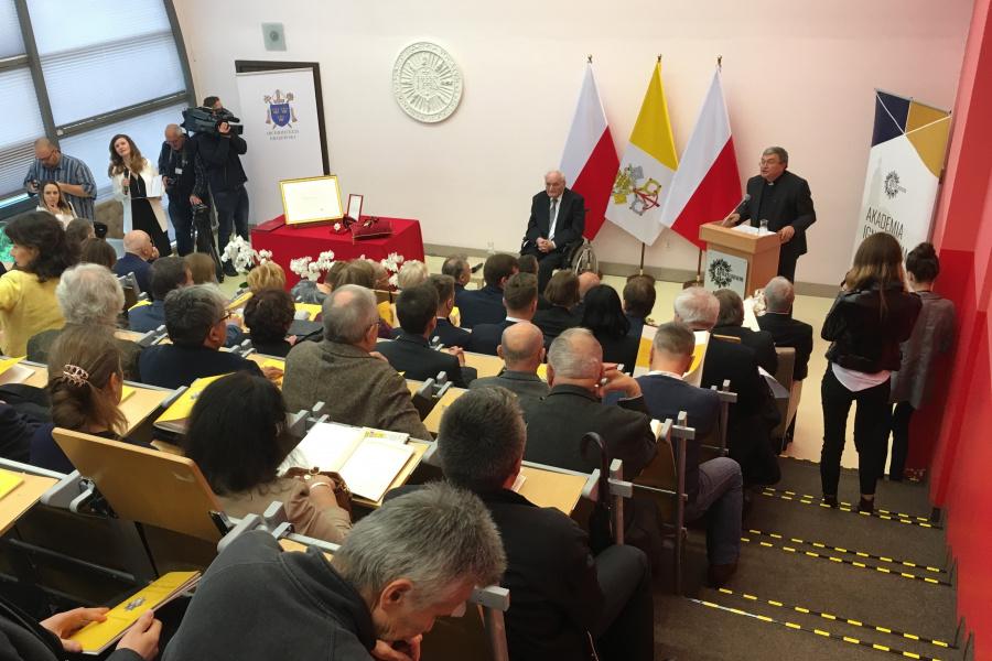 Prof. Stróżewski odebrał w piątek w Akademii Ignatianum Order św. Sylwestra