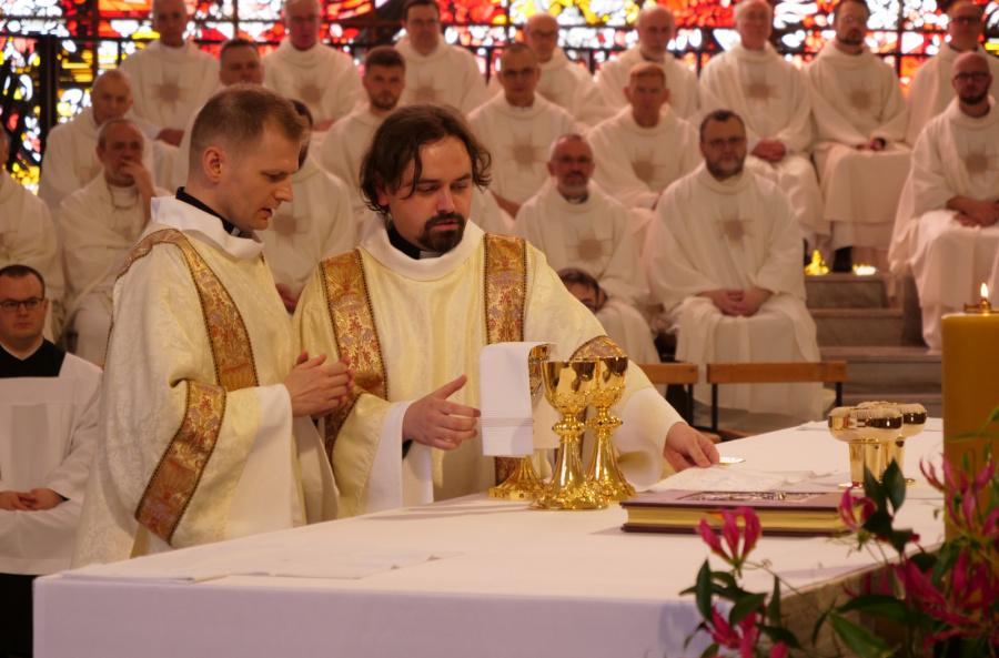 Warszawa: Nowi diakoni w Towarzystwie Jezusowym