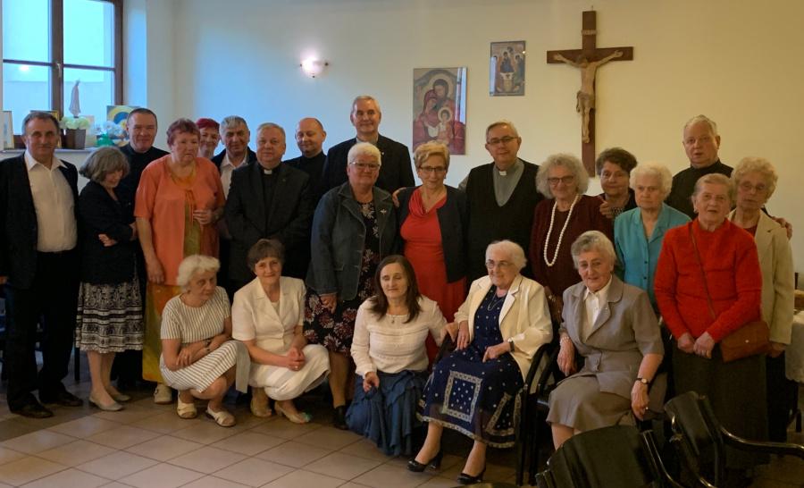 Piotrków Trybunalski: Modlą się i służą od 100 lat