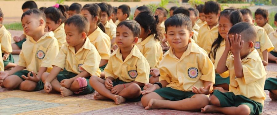 """""""Mindfulness meditation"""" w jezuickim przedszkolu i powołania w Azji"""