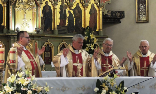 Nowy Sącz: kard. Krajewski modlił się za śp. o. Piotra Matejskiego SJ