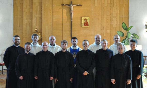 Ośmiu nowicjuszy złożyło pierwsze śluby zakonne w Towarzystwie Jezusowym
