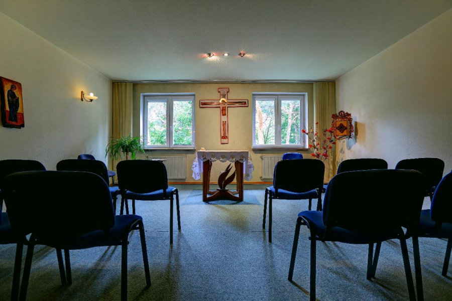 Jezuici otwierają ponownie domy rekolekcyjne