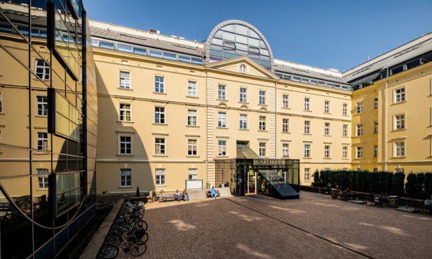 Kampus Akademii Ignatianum w Krakowie bardziej przyjazny ptakom