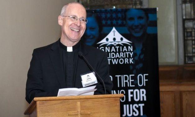 Dyskusja wokół listu papieża do Jamesa Martina SJ