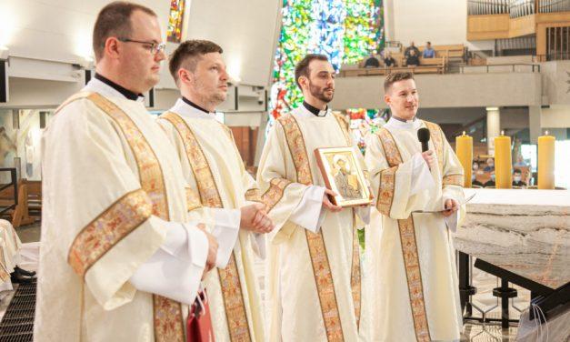 Warszawa: Czterech jezuitów przyjęło święcenia diakonatu