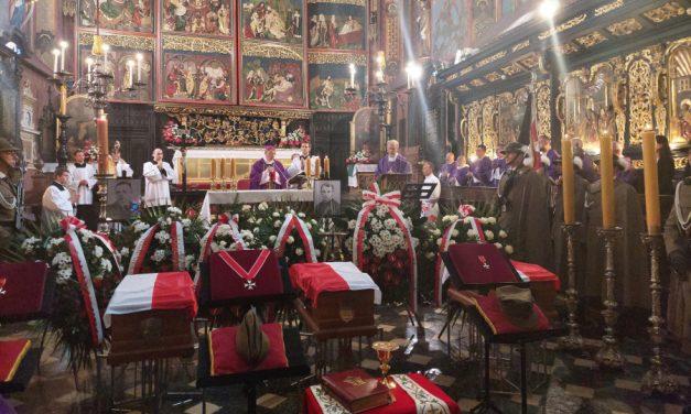Kraków: Uroczysty pogrzeb ks. Władysława Gurgacza SJ